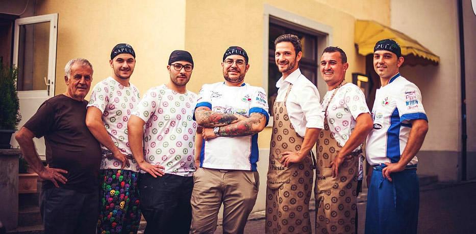 """Staff della pizzeria """"Napulè"""""""