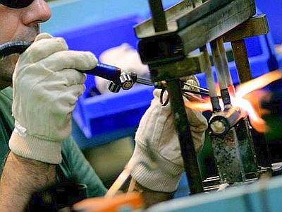 industria_manifatturiera_operaio_web--400x300
