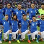 """"""" #iomangioitaliano """" con Prandelli e la nazionale di calcio."""